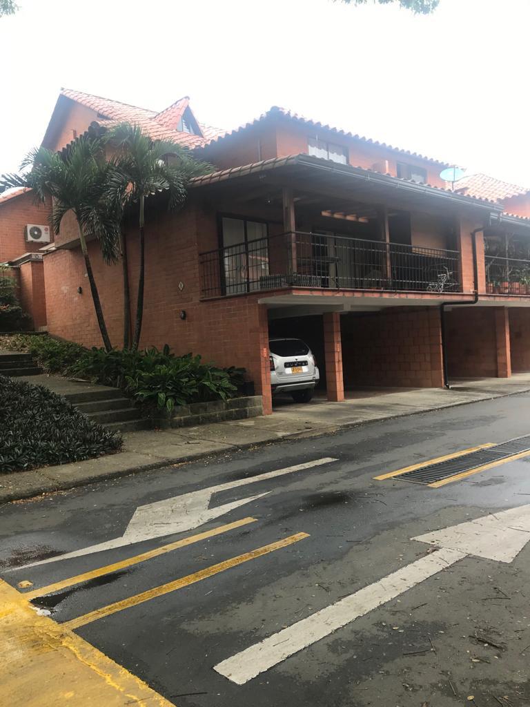 Casa en venta Cra. 105 #12b-12, Cali, Valle Del Cauca, Colombia